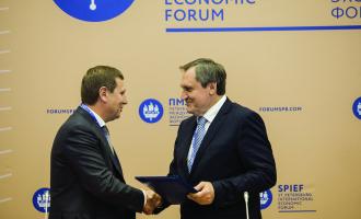Врамках Петербургского экономического форума РусГидро иАО«ТЯЖМАШ» подписали соглашение осотрудничестве