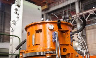 «ТЯЖМАШ» осваивает первую перегрузочную машину для АЭС